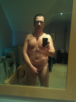 Well built single guy with a healthy sex drive and very kinky, looking for  NSA fun with any like minded women. Interested in knowing more? Message me, looking forward to hearing from you.