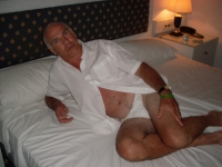 Fit, healthy, passionate, tactile, solvent, well travelled, widower seeks slimish bubbly lady for real dates (outings and indoor fun/ laughter). Not here for lots of e-chat ( swopping 6 messages should be adequate to make arrangements).    Discretion assured.       Let me pamper you. Before she died my late wife was over 10years younger than me so hope that confirms my prowess in your mind.
