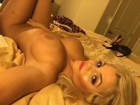 I am a very sexy woman who knows how to please a man. Rubbing my vibrator over my clit? mmmm so nice. Just looking for some fun with no strings attached.  I have a big booty and big titties and a very pretty face.