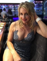I get along best with people who need sex.  I like things discrete and private. I am looking for discreet and ongoing relationship. If I like your duck and the way you make it vim then maybe I'll suck it and fuck you in person.